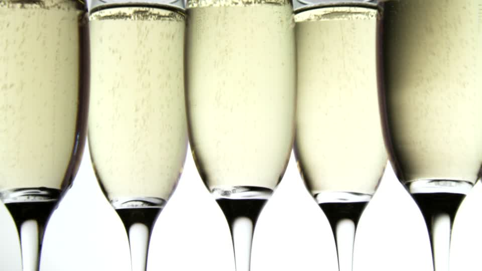 105549593-prosecco-sieving-sparkling-drink-sparkling-wine.jpg