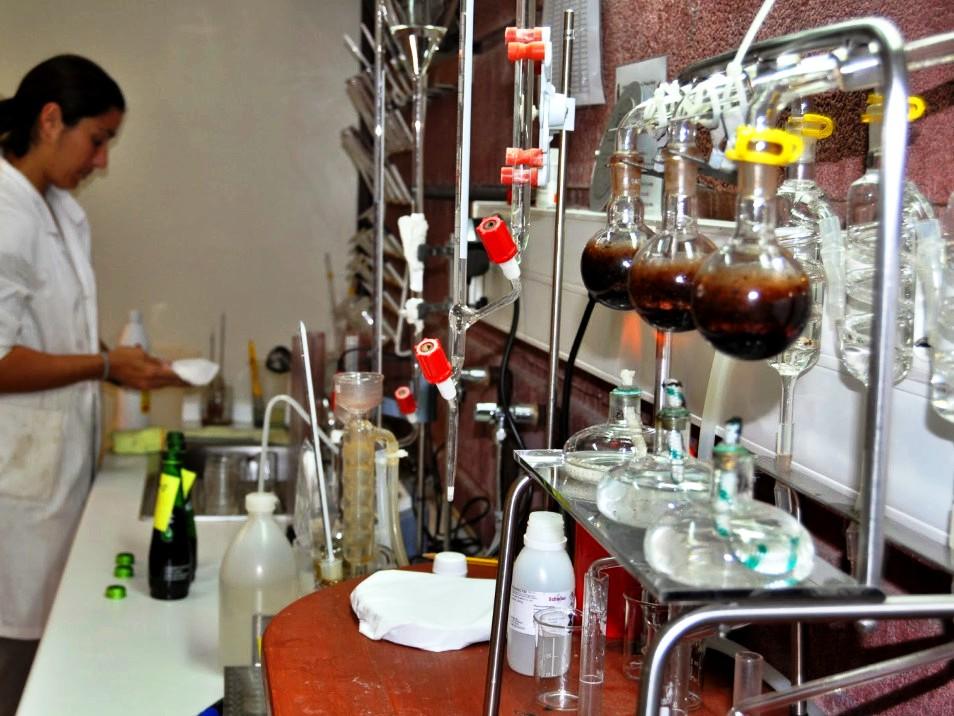 Resultado de imagen de laboratorio de vino